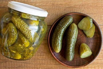 Classic Pickled Cucumbers for The Best Hamburger [Recipe] | Ultimatefoodpreservation.com