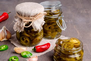 Fermented Jalapeno Hot Sauce For A Spicy Addition To Any Meal [Recipe] | Ultimatefoodpreservation.com