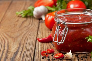 Roasted Tomato Chipotle Salsa Is The Perfect Appetizer | ultimatefoodpreservation.com