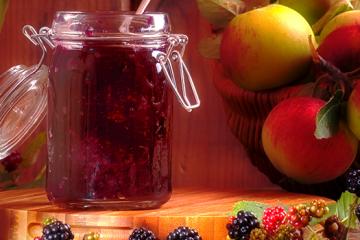 Apples Going Bad? Make an Apple and Blackberry Jam [Recipe] | https://ultimatefoodpreservation.com