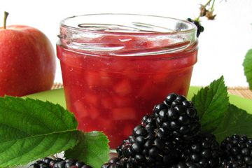 This Apple and Blackberry Jelly Is a Healthy Snack [Recipe] | ultimatefoodpreservation.com